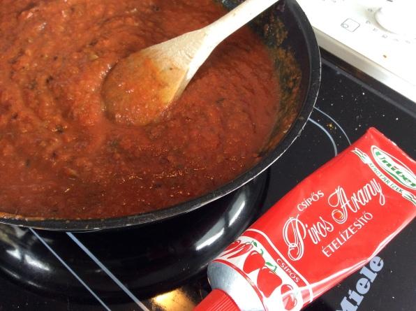 Currywurstsauce mit Paprikapaste