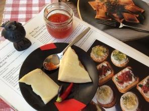 Chili-Gelee mit Käse